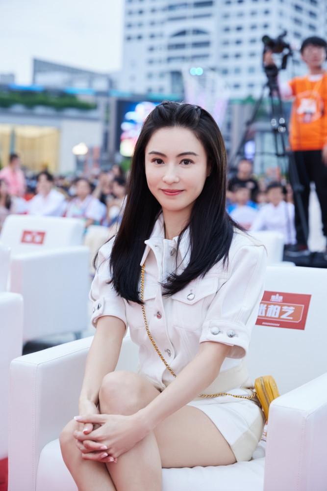 Trương Bá Chi khoe nhan sắc trẻ đẹp, 41 tuổi cứ ngỡ chỉ đôi mươi-1