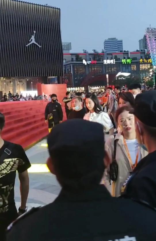 Trương Bá Chi khoe nhan sắc trẻ đẹp, 41 tuổi cứ ngỡ chỉ đôi mươi-4