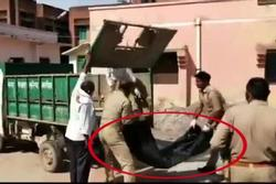 Cảnh sát Ấn Độ vứt thi thể lên xe chở rác, lộ diện kẻ đứng sau gây phẫn nộ