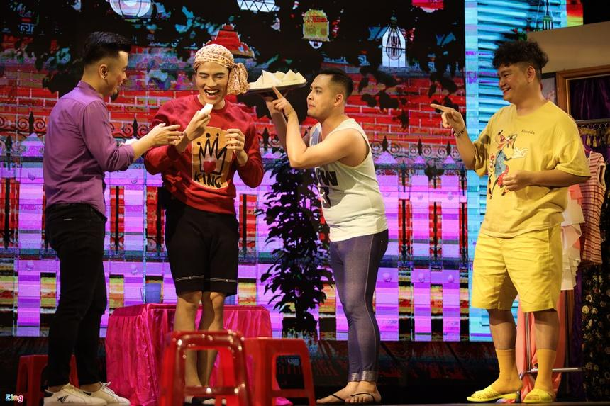 Nhiều diễn viên Việt bỏ nghề về quê, chạy xe ôm mùa dịch