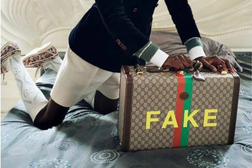 Vì sao nhiều người thích mua đồ fake?-1
