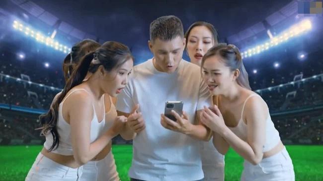 Xôn xao hình ảnh Công Vinh quảng cáo app đánh bạc trá hình, CV9 nói gì?-2