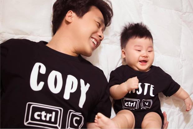 Con trai Hòa Minzy được mẹ dạy hát, có hiểu gì không mà cười như hoa!-1