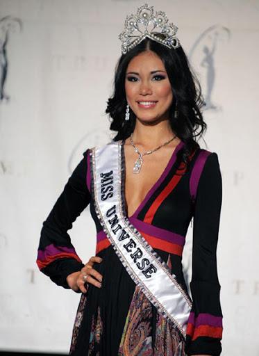 Bé gái Việt đeo dải băng Miss Universe, dân mạng tò mò giờ ở đâu-3