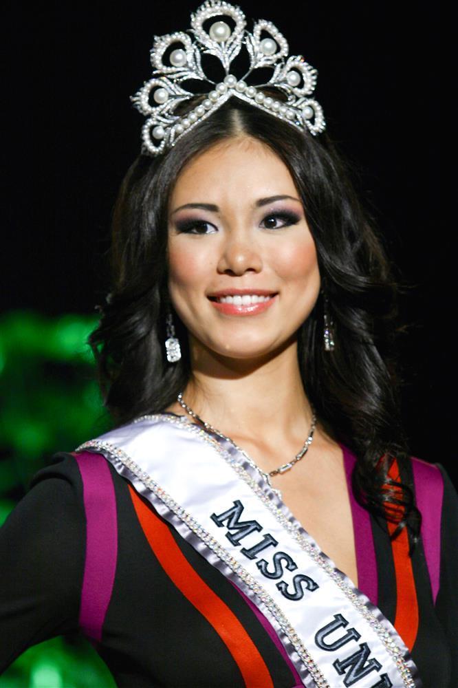 Bé gái Việt đeo dải băng Miss Universe, dân mạng tò mò giờ ở đâu-5