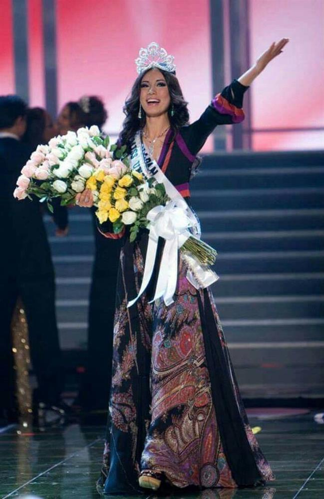 Bé gái Việt đeo dải băng Miss Universe, dân mạng tò mò giờ ở đâu-4