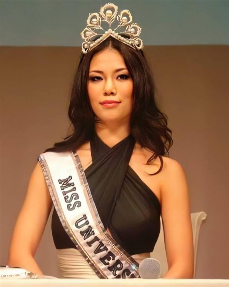 Bé gái Việt đeo dải băng Miss Universe, dân mạng tò mò giờ ở đâu-6