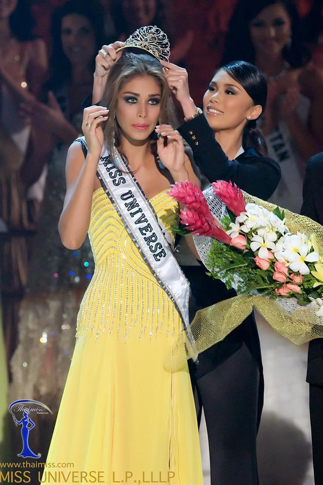 Bé gái Việt đeo dải băng Miss Universe, dân mạng tò mò giờ ở đâu-7