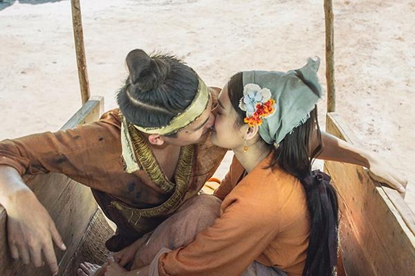 Nuh hôn giả trân của Nhã Phương trong Cây Táo Nở Hoa