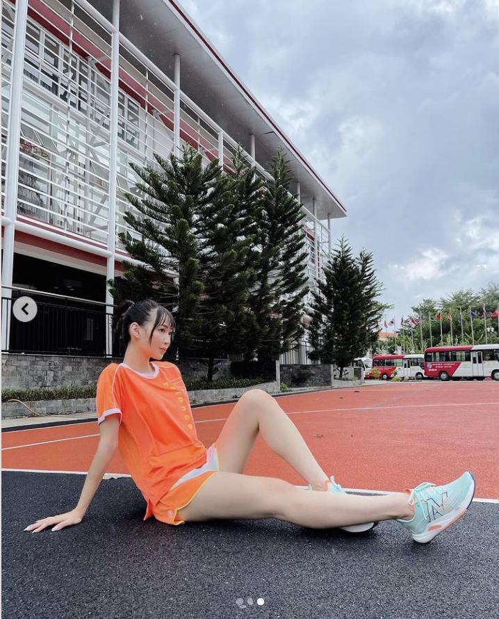 Sun HT bị mỉa mai vì khoe tập gym mà mặt phấn son rõ kỹ lưỡng-2
