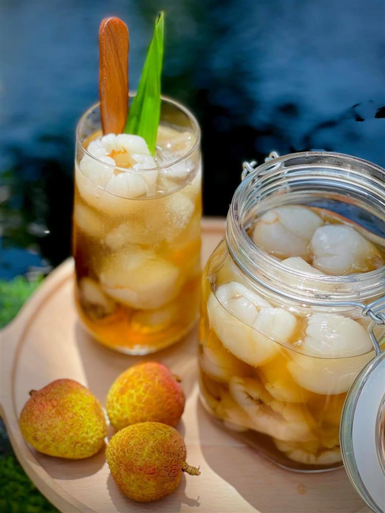 Vào mùa, học lỏm ngay cách làm vải ngâm đường để dành pha trà giải khát mùa hè-2