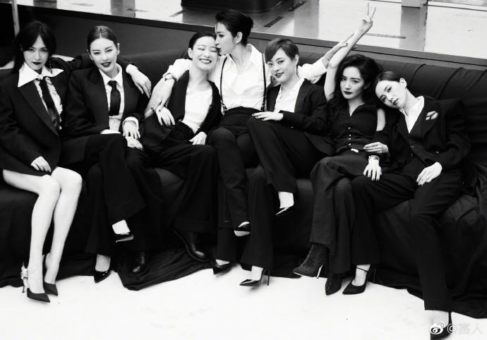 Sự kiện duy nhất ở Cbiz toàn bộ nghệ sĩ nữ đều mặc Suit-1