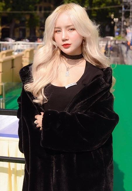 Hot girl Nghệ An được gạ cho 300 triệu với 5 phút show hàng-1