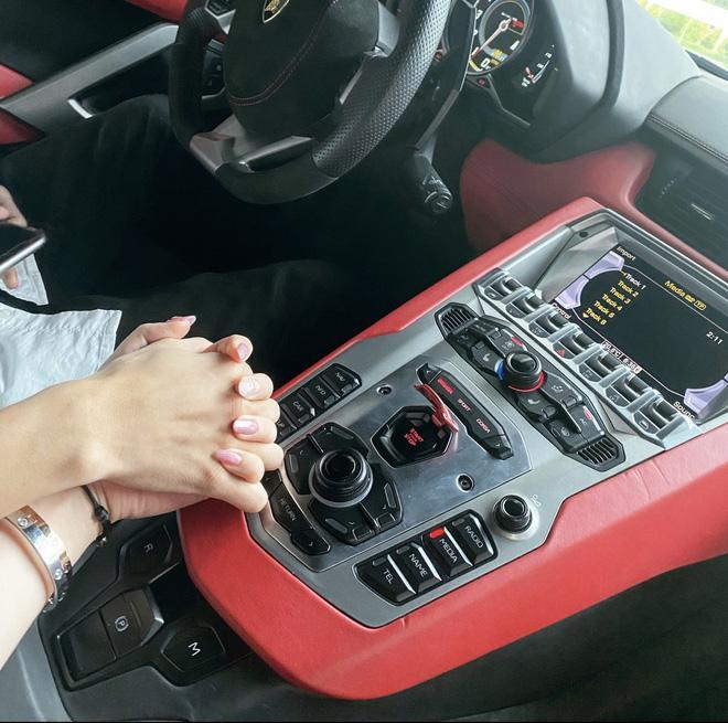 Gặp rich kid 2k Hải Phòng sáng lái Ferrari đi học, tối về làm sếp, xách túi 20.000$-9