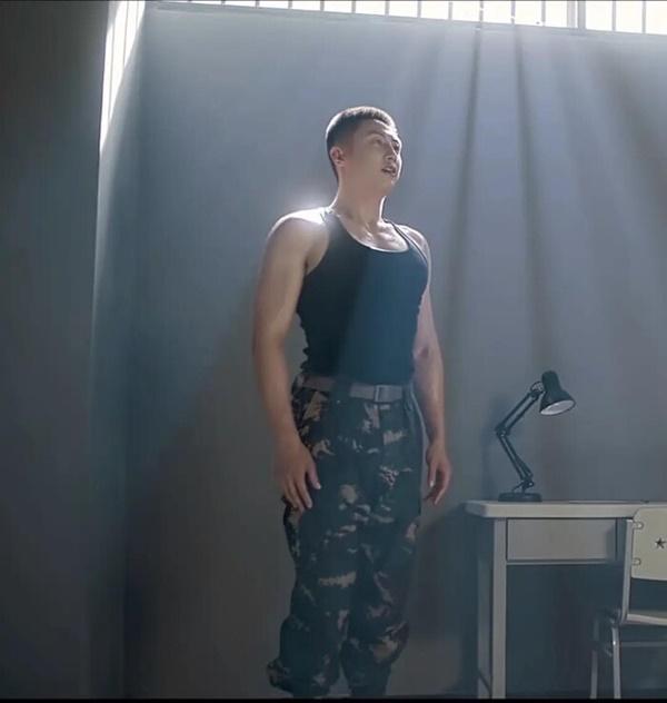 Hoàng Cảnh Du bị chê trong phim mới: Múi đâu chẳng thấy chỉ toàn thịt!-5