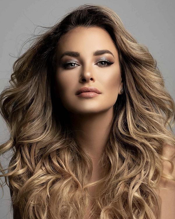Thí sinh Miss Universe 2020 bị vạch trần chơi xấu: Tài sắc có gì nổi bật?-6