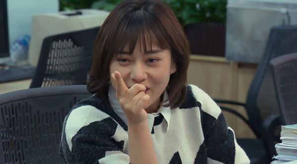 Loạt áo len nhìn là hốt của Phương Oanh trong Hương Vị Tình Thân phát sóng giữa hè-8