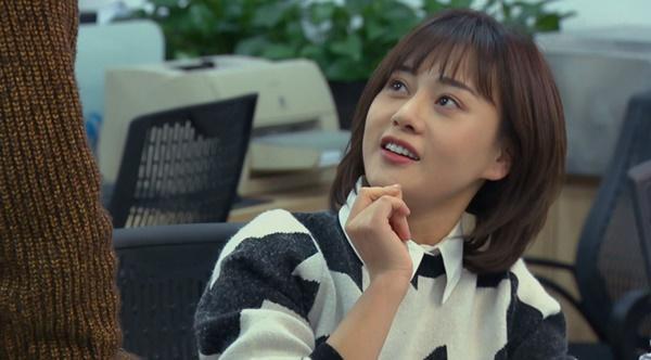 Loạt áo len nhìn là hốt của Phương Oanh trong Hương Vị Tình Thân phát sóng giữa hè-9