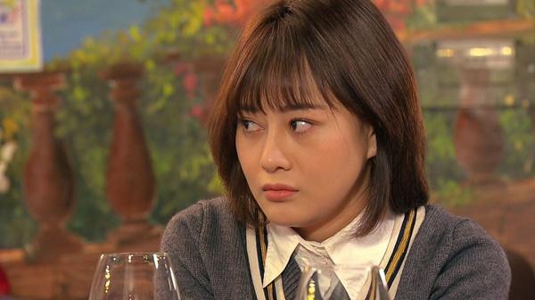 Loạt áo len nhìn là hốt của Phương Oanh trong Hương Vị Tình Thân phát sóng giữa hè-10