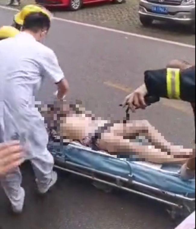 Căn hộ bốc cháy dữ dội, cô gái đu cửa sổ thoát thân ai ngờ rơi tử vong-4
