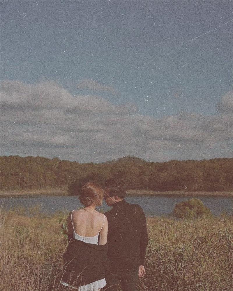 Lộ loạt ảnh Anh Đức ôm hôn bạn gái, nhan sắc nữ chính ra sao?-4