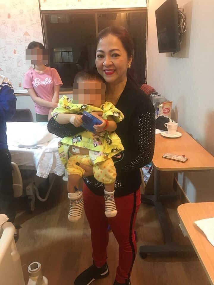 Xôn xao chuyện bà Hằng sang Singapore trong đêm, chi gần 1 tỷ cứu bé gái não úng thủy-3