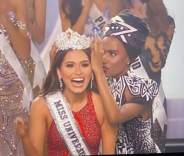 Tân Miss Universe bị chê già gần bằng mẹ khi khoe ảnh chụp chung-4