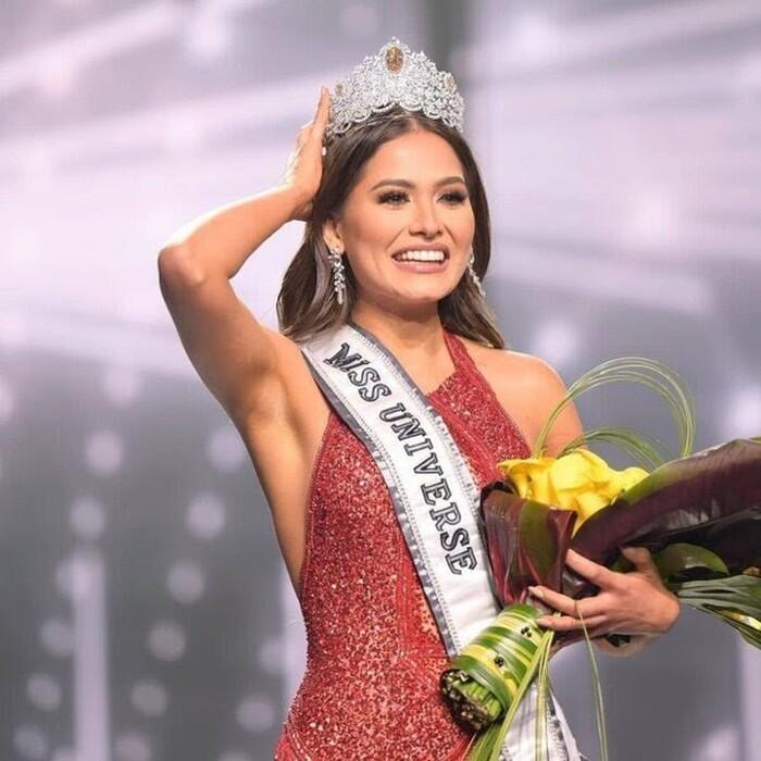 Tân Miss Universe bị chê già gần bằng mẹ khi khoe ảnh chụp chung-5
