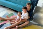 Ảnh dễ thương của 3 bố con Cường Đô La khi ở nhà chống dịch