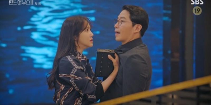 Penthouse 3 tập 1: Vì Rona mà Seok Kyung hắc hóa, Ju Dan Tae chết hụt 2 lần-22