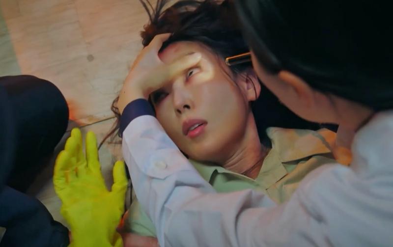 Penthouse 3 tập 1: Vì Rona mà Seok Kyung hắc hóa, Ju Dan Tae chết hụt 2 lần-23