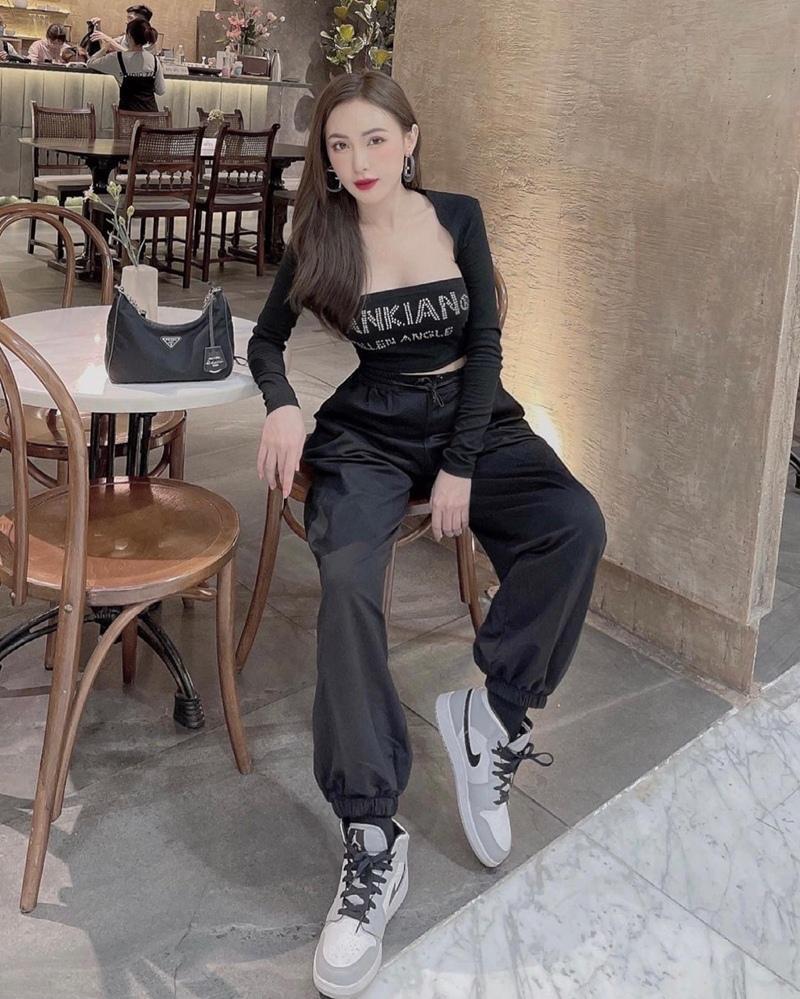 Style cuối tuần: Diệp Lâm Anh hack tuổi như gái teen - Lan Ngọc diện màu hot nhất năm-1