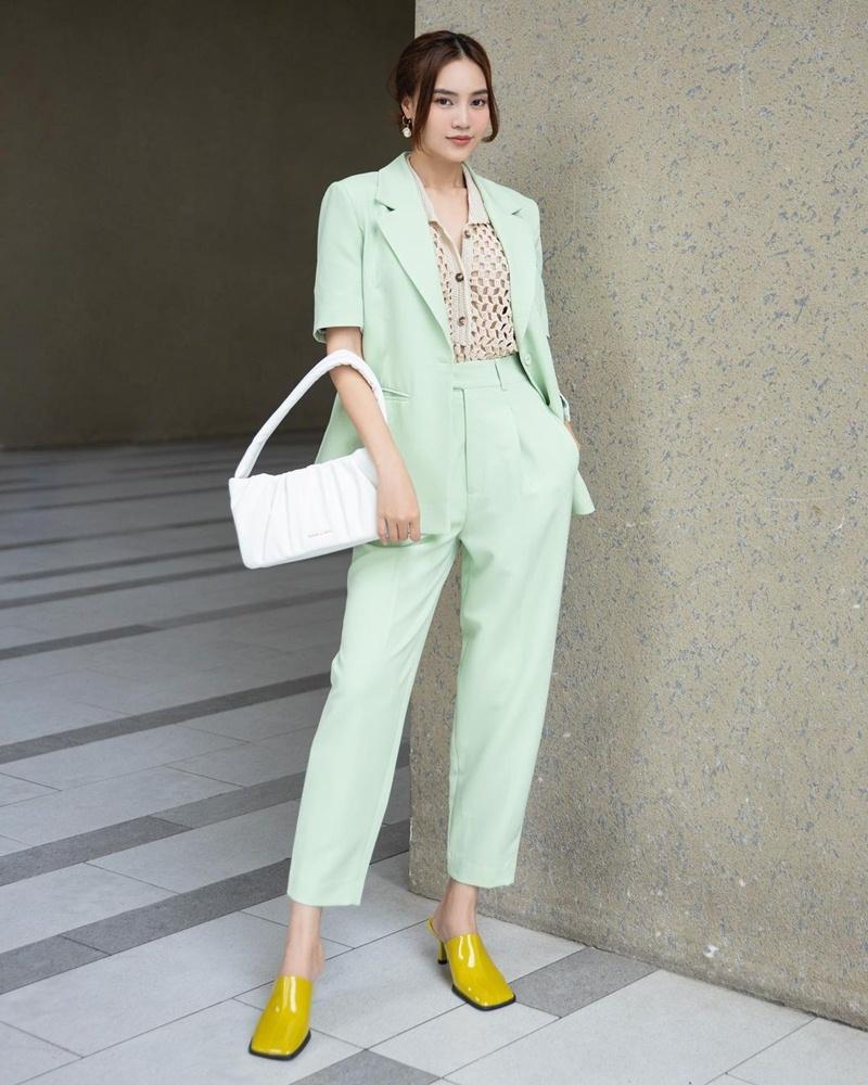Style cuối tuần: Diệp Lâm Anh hack tuổi như gái teen - Lan Ngọc diện màu hot nhất năm-4