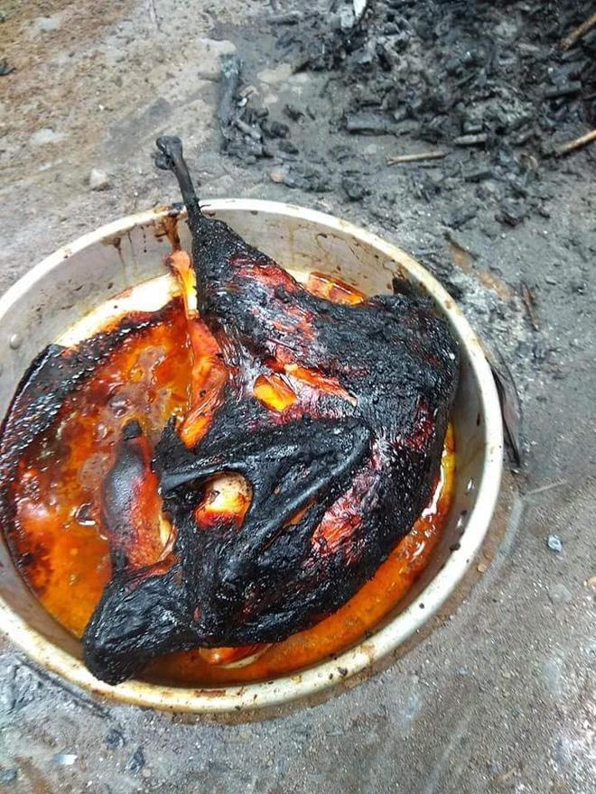 Bày đặt làm gà nướng nhưng thành phẩm lại đen như tiền đồ chị Dậu-4