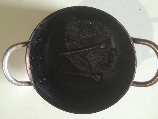 Bày đặt làm gà nướng nhưng thành phẩm lại đen như tiền đồ chị Dậu-7