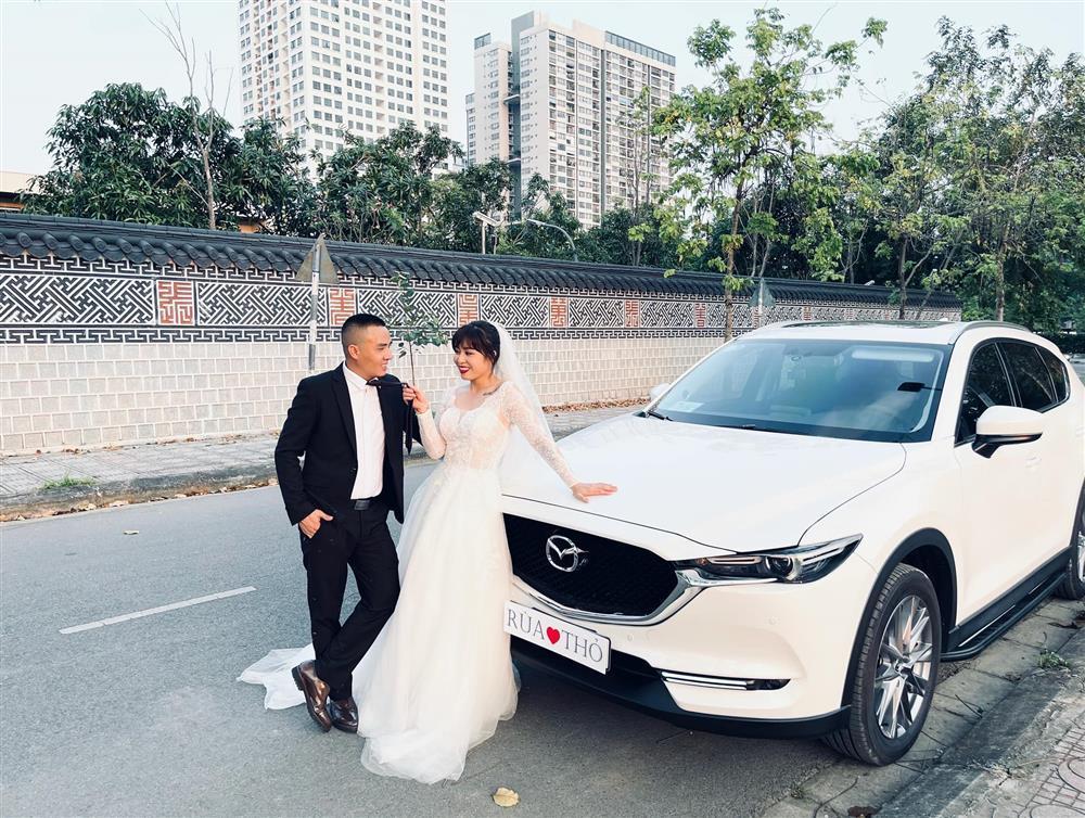 Netizen soi chi tiết sặc mùi tiền trong ảnh cưới MC Hoàng Linh với chồng-6