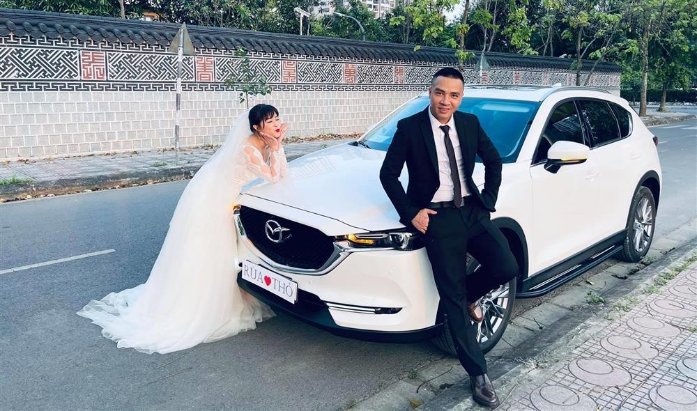 Netizen soi chi tiết sặc mùi tiền trong ảnh cưới MC Hoàng Linh với chồng-7