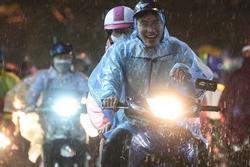 Hà Nội đón 2 đợt mưa lớn liên tiếp