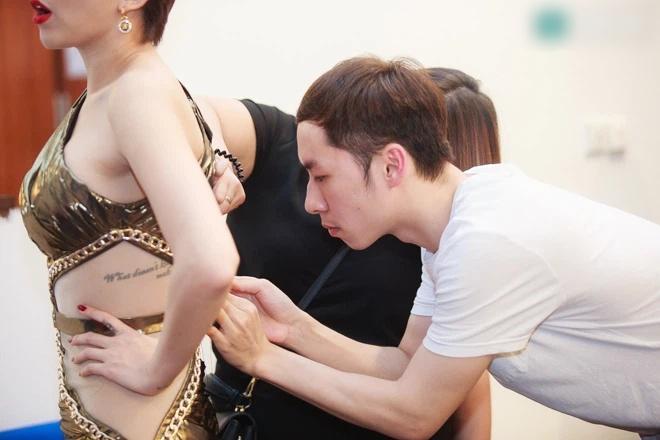 Tóc Tiên bị chỉ trích tư cách nghệ sĩ vì ăn mặc hớ hênh-7