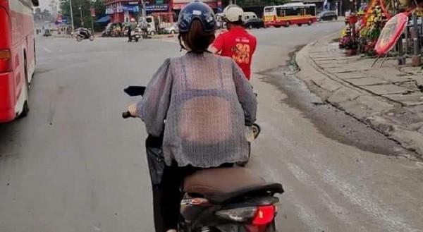 Những bộ váy áo mỏng tang lộ nội y phản cảm rầm rộ trên đường-2