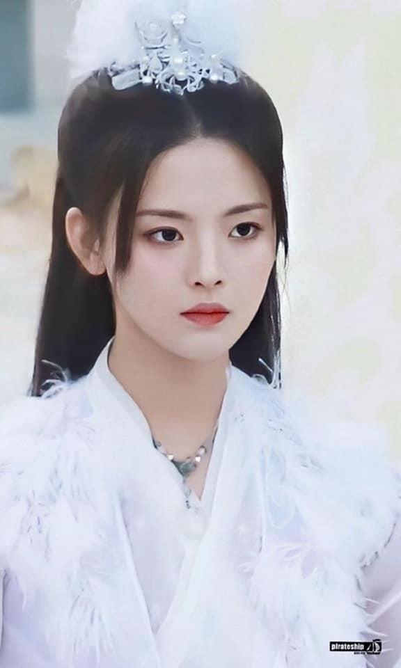 Dương Siêu Việt diễn dở, mặt đơ vẫn được nhận vai nữ chính Trọng Tử-4