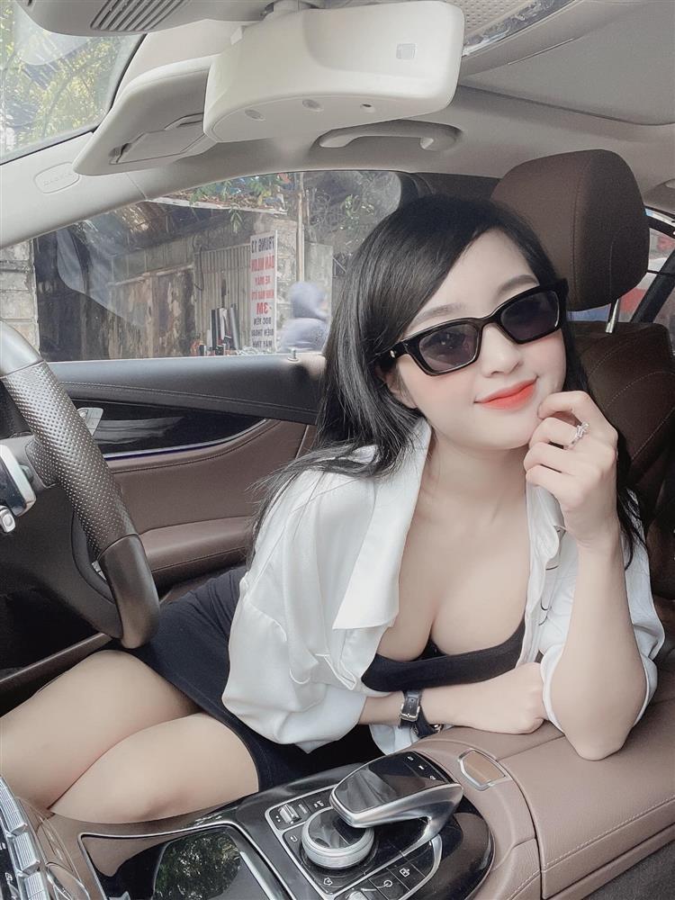 Hot girl Lê Phương Anh đang nổi đình đám mạng xã hội là ai?-1