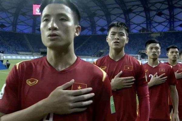 Người hâm mộ nổi cáu khi tuyển Việt Nam liên tục bị Indonesia phạm lỗi thô bạo-1