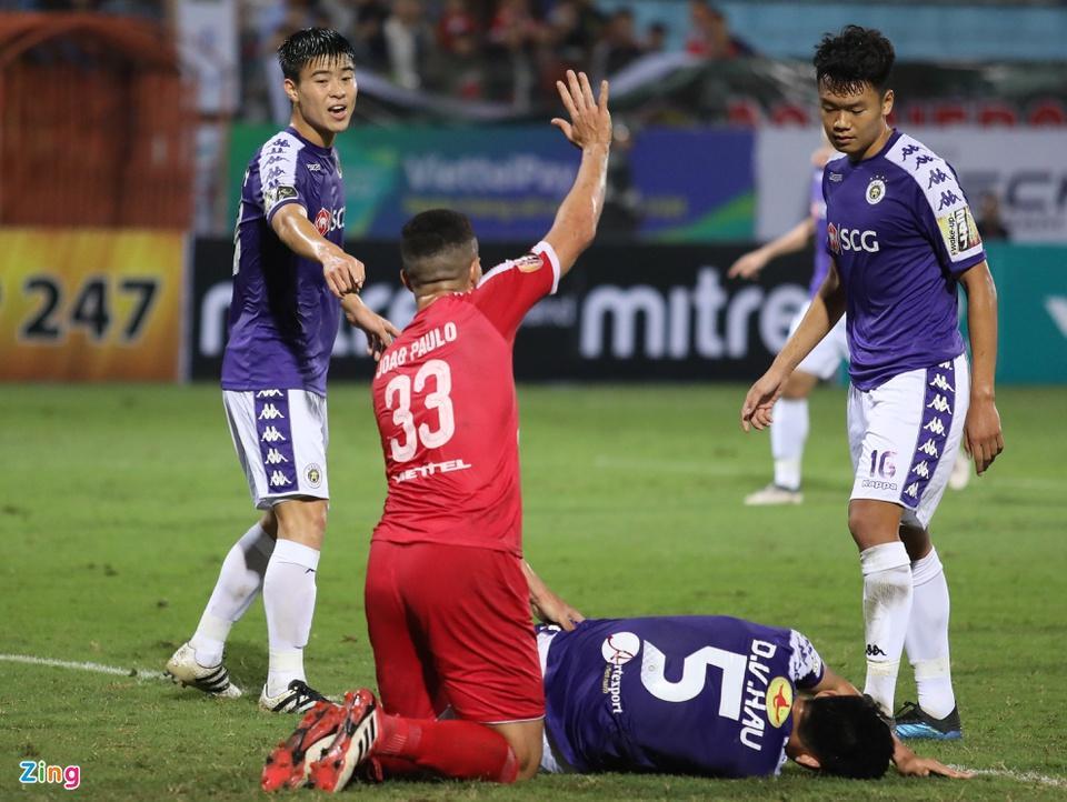 Tuấn Anh bị phạm lỗi thô bạo, Đỗ Duy Mạnh xông tới bóp cổ cầu thủ Indonesia-7