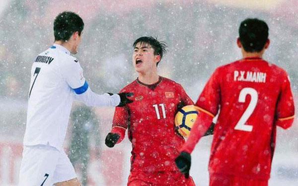 Tuấn Anh bị phạm lỗi thô bạo, Đỗ Duy Mạnh xông tới bóp cổ cầu thủ Indonesia-8