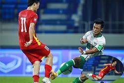 Xót xa tâm sự của bố Nguyễn Tuấn Anh khi nhìn con 5 lần 7 lượt bị đối thủ đốn giò