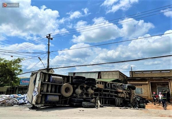 Clip: Rùng mình giây phút xe tải đâm xe khách, lao vào nhà dân làm 7 người thương vong-2