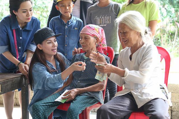 Dân mạng vạch ra điểm bất thường trong 2 đợt từ thiện của Phi Nhung-4