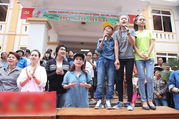 Dân mạng vạch ra điểm bất thường trong 2 đợt từ thiện của Phi Nhung-3