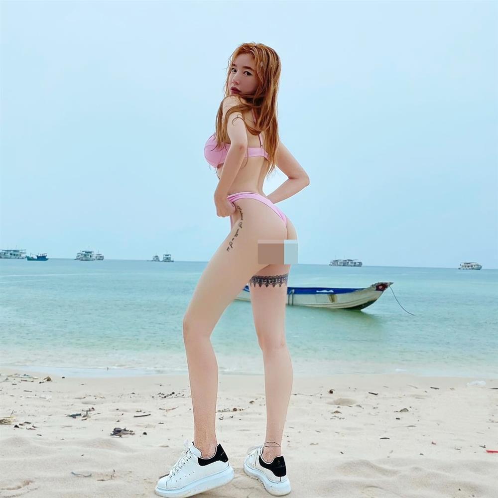 Bikini + giày sneaker: Kiểu mix lạc quẻ nhưng Ngọc Trinh, Diệp Lâm Anh thi nhau diện-6